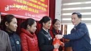 Đồng chí Lê Quang Huy chúc Tết hộ đặc biệt khó khăn tại Kỳ Sơn, Tương Dương