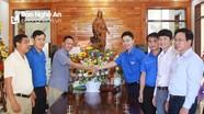 Tỉnh đoàn chúc mừng Giáng sinh tại huyện Hưng Nguyên