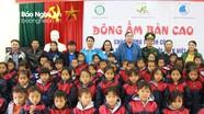 Hơn 400 suất quà 'Đông ấm bản cao' đến với người dân, học sinh xã biên giới Tam Hợp