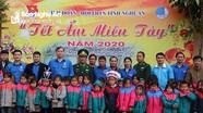 Hơn 200 suất quà 'Tết ấm miền Tây' đến với người dân, học sinh biên giới xã Đoọc Mạy