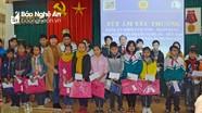 100 suất quà Tết đến với học sinh nghèo huyện Hưng Nguyên