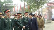 Phó Bí thư Tỉnh ủy Nguyễn Văn Thông tặng quà, chúc Tết tại Quế Phong