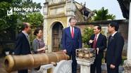 Đại sứ Hoa Kỳ thăm Đền thờ Hoàng đế Quang Trung