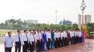 Thường trực Tỉnh ủy và Hội đồng nhân dân tỉnh dâng hoa tưởng niệm Chủ tịch Hồ Chí Minh  