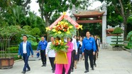 Đoàn đại biểu thanh niên Việt Nam – Lào tưởng niệm Chủ tịch Hồ Chí Minh