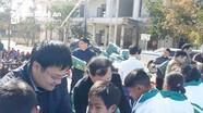 Sở Giao thông Vận tải Nghệ An tặng quà học sinh xã Keng Đu, huyện Kỳ Sơn