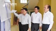 Đồng chí Nguyễn Văn Thông kiểm tra công tác bầu cử tại huyện Quỳ Châu