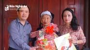 Báo Nghệ An thăm hỏi, tặng quà Tết Bà mẹ Việt Nam anh hùng, thân nhân liệt sỹ