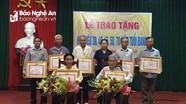 Nghi Lộc: 10 đảng viên được trao Huy hiệu Đảng