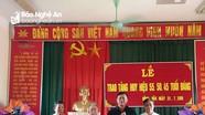 Tân Kỳ: Trao Huy hiệu Đảng cho các đảng viên lão thành