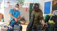 Xăng rẻ, người dân Nghệ An đổ xô đi mua để... dự trữ