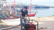 Nghệ An: Hỗ trợ ngư dân máy bơm nước di động phòng cháy nổ trên tàu cá
