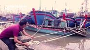Ngư dân Nghệ An tất bật đưa tàu thuyền vào bờ tránh bão số 9