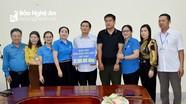 Công đoàn Viên chức tỉnh trao 33 triệu đồng cho đoàn viên khó khăn ở TP Vinh