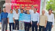 Trao 50 triệu đồng hỗ trợ xây nhà tình nghĩa cho thân nhân liệt sỹ ở Quỳnh Lưu  