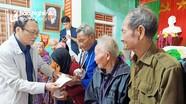 Hội Hỗ trợ gia đình liệt sỹ tỉnh trao quà ủng hộ đồng bào vùng lũ miền Trung