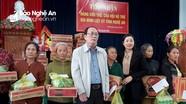 Hội Hỗ trợ gia đình liệt sỹ tỉnh Nghệ An trao tiền hỗ trợ người dân vùng lũ Yên Thành
