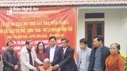 Trao 100  triệu đồng hỗ trợ xây nhà tình nghĩa cho thân nhân liệt sỹ ở huyện Diễn Châu