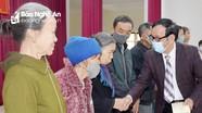 Tặng quà Tết cho 133 hộ nghèo ở Hưng Nguyên và Nam Đàn