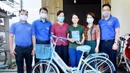 Đảng ủy, Đoàn Khối Doanh nghiệp tỉnh tặng quà thanh niên công nhân khó khăn  