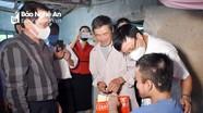 Lãnh đạo tỉnh thăm, tặng quà nạn nhân chất độc da cam ở Yên Thành và Diễn Châu