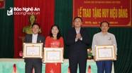 Tân Kỳ trao tặng Huy hiệu Đảng cho các đảng viên