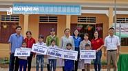 Tặng quà học sinh nghèo tại Nghĩa Đàn, trao nhà Chữ Thập đỏ ở TX Thái Hòa