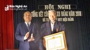 Yên Thành: Trao tặng Huy hiệu Đảng cho đảng viên lão thành