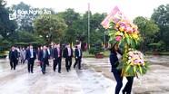 Đoàn công tác tỉnh Sơn La dâng hoa, dâng hương tại Khu Di tích Kim Liên