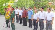 Phó Chủ tịch Quốc hội Tòng Thị Phóng dâng hương tại Nghĩa trang liệt sỹ quốc tế Việt - Lào