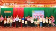 Báo Nghệ An và Tâm Quê Land tặng quà Tết Canh Tý cho hộ nghèo xã Giang Sơn Tây, huyện Đô Lương