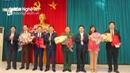 Trao quyết định của Ban Bí thư cho 5 tân Ủy viên Ban Chấp hành Đảng bộ tỉnh Nghệ An