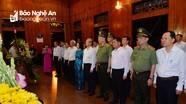 Các đồng chí Trần Quốc Vượng, Trương Thị Mai và Đại tướng Tô Lâm dâng hương tại Khu Di tích Kim Liên