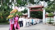 Báo Nghệ An dâng hoa, dâng hương tại Khu Di tích Quốc gia đặc biệt Kim Liên