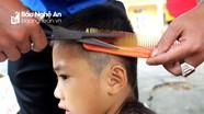 """""""Tết vì bạn nghèo"""" - 180 em học sinh được cắt tóc miễn phí"""