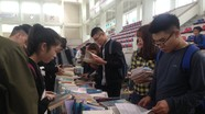 Hàng ngàn sinh viên hào hứng với Ngày hội sách