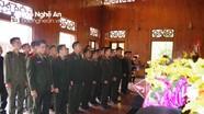 Đoàn cán bộ Bộ Chỉ huy Quân sự tỉnh Xiêng Khoảng dâng hoa, dâng hương tại Khu Di tích Kim Liên