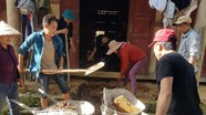 Phụ huynh vùng lũ quét của Nghệ An chung tay sửa trường lớp chuẩn bị cho năm học mới