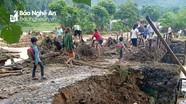 Mưa lớn gây sạt lở cầu cống, nhà dân ở Quế Phong
