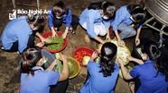 Tuổi trẻ vùng cao Nghệ An nấu cơm hỗ trợ thí sinh nghèo tại kỳ thi THPT