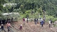 Người dân bản Mông góp vật liệu, ngày công dựng lán, làm khu cách ly