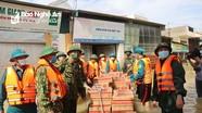 Bộ CHQS tỉnh giúp đỡ nhân dân khắc phục hậu quả do mưa lũ tại huyện Quỳnh Lưu