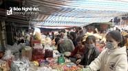 Nhiều người dân TP.Vinh vẫn không đeo khẩu trang khi vào chợ