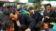 Sở Giao thông mang áo ấm lên xã xa nhất của Nghệ An