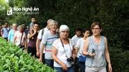 Nhiều khách quốc tế đến thăm Kim Liên quê Bác