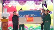 Chỉ huy trưởng Bộ CHQS tỉnh dự Ngày hội đại đoàn kết ở thị xã Hoàng Mai