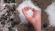 Mưa đá rơi trắng trời huyện biên giới Kỳ Sơn