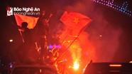Cờ đỏ, pháo sáng rực trời mừng U23 Việt Nam ở Nghệ An
