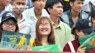 Khán giả lấp đầy khán đài B sân Vinh xem SLNA thi đấu