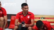 """Cầu thủ TP HCM bị phạt nặng vì đá """"láo"""" trận SLNA"""